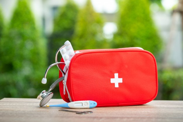 How to Put Together a First Aid Kit for Your Car 15